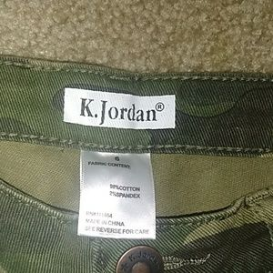 K.Jordon Pants - K.Jordon Camo Capris, Size 6